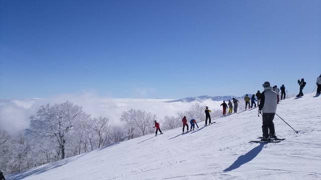 野沢温泉村を下に右側の雲海