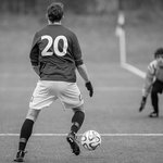 サッカーのゴールキーパーのポジショニングの重要性とセービング方法