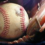キャッチボール5つのコツとは?ボールコントロールを良くする方法を解説