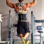 懸垂で腹筋を一緒に鍛える方法!効果的にトレーニングをしよう