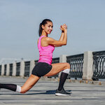フロントランジとは?効果的に大胸筋やインナーマッスルを鍛えるやり方を解説!