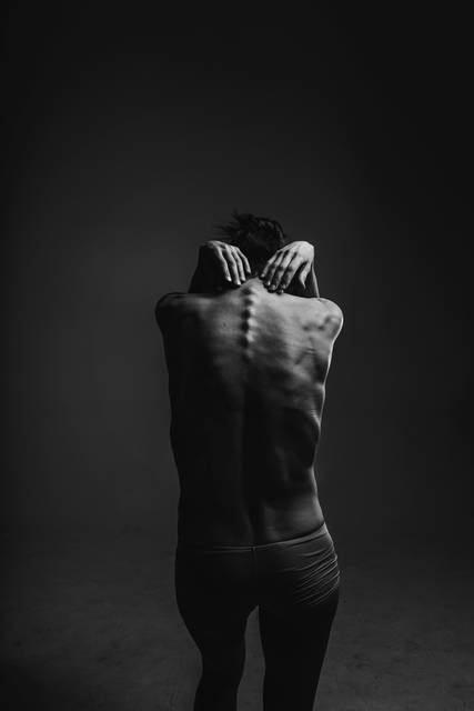Black and white, spine, back, hand and hair HD photo by Olenka Kotyk (@olenka_kotyk) on Unsplash (9684)