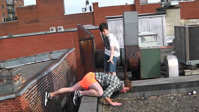 Parkour Fail - Guy Nearly Dies on Rooftop [HD] - YouTube (10808)