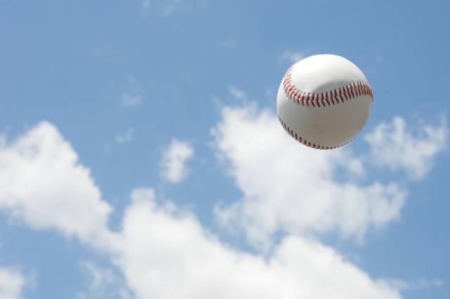 青空に野球ボール|写真素材なら「写真AC」無料(フリー)ダウンロードOK (24449)