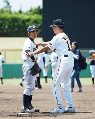 "Jun Yoshiuchi on Instagram: ""プロ野球200勝投手、そして元読売ジャイアンツ監督の堀内氏から、直接指導を受ける息子。これってすごいことです。  Shot by OLYMPUS OM-D E-M5 MarkII Limited Edition with OLYMPUS M.ZUIKO PRO 40-150mm…"" (31170)"