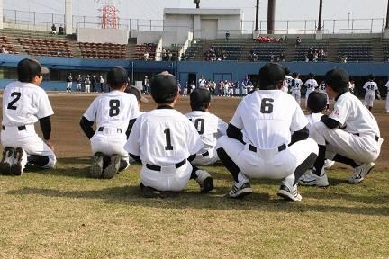 """miho on Instagram: """"受け継ぐ背番号⚾️ 2年間付けていた背番号は後輩くん達がしっかりと付けていました☺️ 『あの背番号はこの子が付けてるのね☺️』とほっこり💕 これからたくさん試合があるから頑張ってね!! #少年野球 #学童野球 #野球少年 #後輩くん #背番号 #懐かしい #入団式 #一眼レフ…"""" (33045)"""