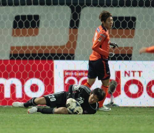 フォットボールジャーナル 【サッカー/Jリーグ】FC東京・GK権田修一、神セーブ連発!試合中首を強打し倒れるも「むち打ち。寝れば治りますよ」 (38276)