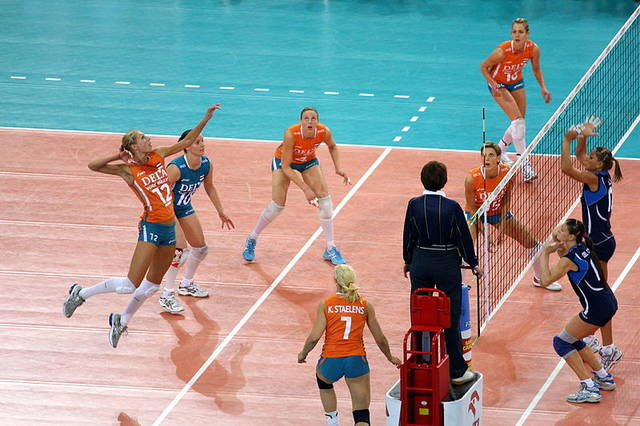 ファイル:Back row attack in volleyball.jpg - Wikipedia (51859)