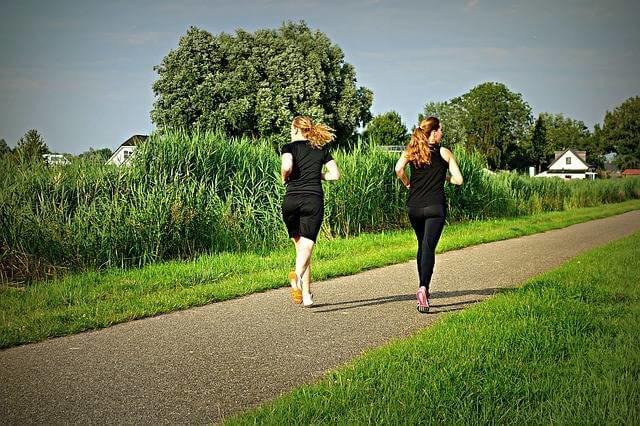 ジョギングは毎日続けるとダイエット効果がある (99282)