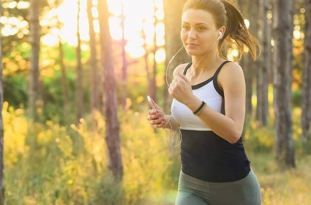 ジョギングは毎日するとストレス発散ができる (99285)
