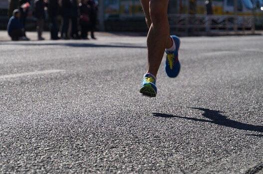 ランニングシューズは足への負担を軽減する (102880)