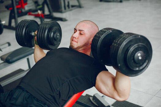 インクラインダンベルプレスで筋トレ効果をアップさせる鍛え方とは ...