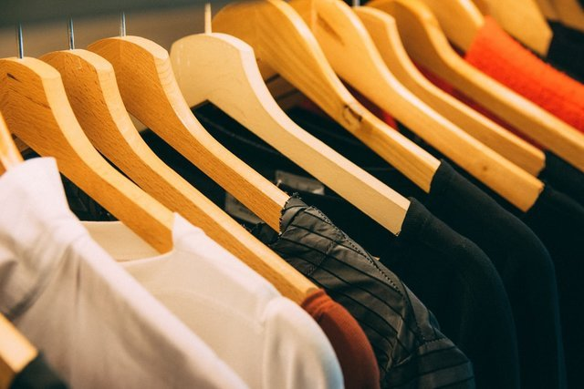 clothes hanged on brown wooden hanger photo – Free Clothing Image on Unsplash (127379)