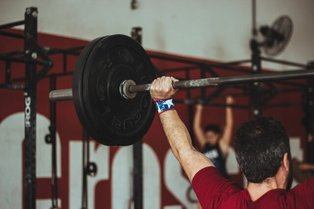 man carrying barbell at the gym photo – Free Person Image on Unsplash (134796)