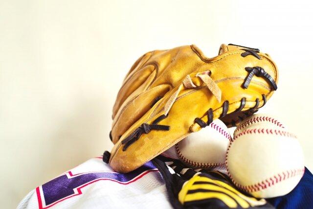 野球道具 - No: 3258804|写真素材なら「写真AC」無料(フリー)ダウンロードOK (136982)