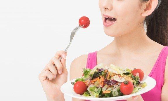 サラダ 食べるの写真素材|写真素材なら「写真AC」無料(フリー)ダウンロードOK (182591)