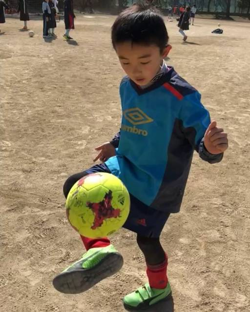 "hiromi…ʚ◡̈⃝ɞ🇯🇵✨さんはInstagramを利用しています:「リフティング…13回かいっ!  息子に一言!! ""頑張れ!!! あんたは出来る!!!!!"" #サッカー#サッカー少年 #リフティング#練習 #リフティング練習 #やれば出来る子  #あんたは出来る子  #頑張れ #イケメン息子 #fight #soccer #スポーツ男子…」 (25639)"
