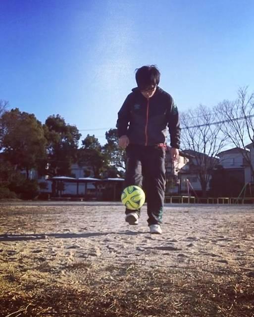 """yumaa@人と目的比べない 好きこそ物の上手になれ on Instagram: """"もうちょっと細かく 我儘突き通すなら最強に細々とリフティングしたいんですけど、できません どうやったら打点をもうすこし低く細かくリフティングできます??#フリースタイルフットボール #リフティング#サッカー#ボールタッチ#ボールコントロール#ボールさばき"""" (25681)"""