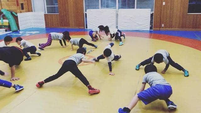 """マイスポーツハウス on Instagram: """"体操教室も始まりました。 ウォーミングアップはペアで楽しく体幹トレーニング。 バランスを保ちながら相手の手を叩き合います。 子供は勝負事が大好き。頭をフルに使って戦っています^ ^ 2017年たくさん身体を動かし、できる事がどんどん増えました!…"""" (25762)"""