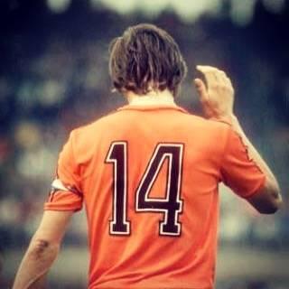 Shinya YoshidaさんはInstagramを利用しています:「. 憧れのサッカー選手。 . 初めてもらった背番号は14番だった。 クライフと同じ番号で気に入ってた。 . . 享年68歳。まだ早過ぎるでしょ。 . 偉大なるNo.14...。安らかに...。 . . #クライフ #オランダ #レジェンド #14  #フライングダッチマン…」 (29919)