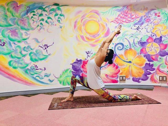 """Maulea Yoga Studio on Instagram: """"マウレアのレッスン内容を、今日から少しずつご紹介していきたいと思います😊 . . ハリウッドヨガ 毎週土曜日 15:30-16:45 インストラクター Rin . ハリウッドヨガとは、テンポの良い音楽に合わせて動くフィットネス感覚も楽しめるヨガです🧘♀️✨…"""" (30224)"""