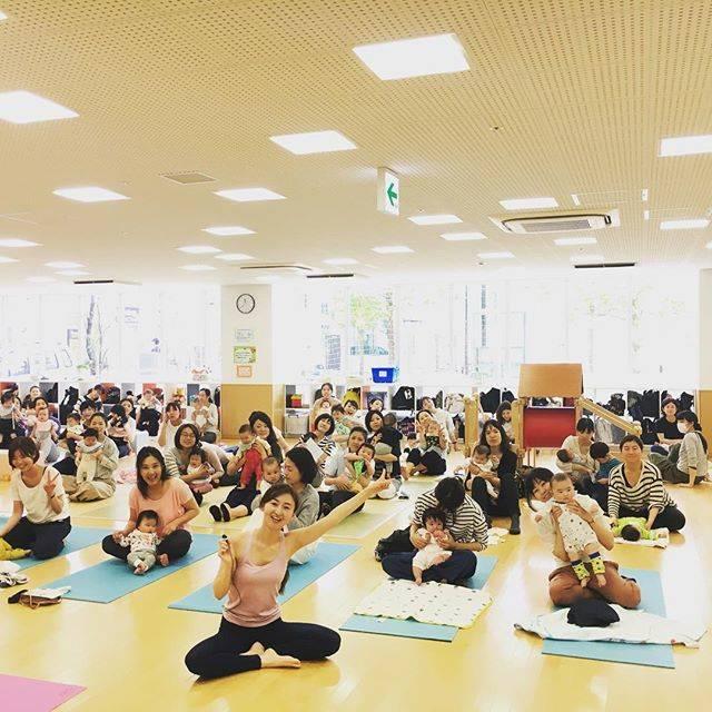 """LIPS on Instagram: """"#LIPS は、#武蔵浦和 にある #キッズルームつき の #美容 と #健康 トータルサロンです。#子連れ でご来店いただけます。 今日は、子育て支援センターで、#産後ヨガ を行いました〜。 レッスンの後、みんなで写真撮影しました〜☆ LIPS のメニュー #ヨガ…"""" (30226)"""