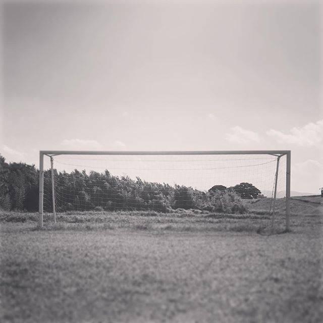 """Genki Kashima on Instagram: """"地面はゴテゴテで太い草が生えてはこのネットを揺らしたくても出来ません。 . ここでサッカーを練習すれば足元のテクニックは上手くはなるでしょうが、子ども達が楽しくサッカーがやれる環境では… . 未来ある子ども達にサッカーグラウンドを⚽️ . #REVANTE下中プロジェクト…"""" (30389)"""