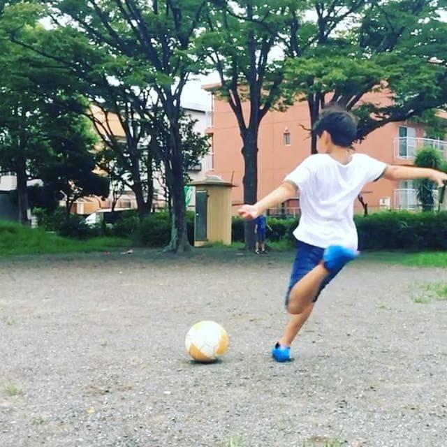 かん吉@少年サッカー&ゴールデンエイジさんはInstagramを利用しています:「長男のインステップキック。レフティなので、ボール⚽️のタッチが独特。良く蹴れてると思います。あとは、右足のキックをもっと練習して欲しい😅#ジュニアサッカー #少年サッカー #小学生サッカー #レフティ #インステップキック #フリーキック #ゴールデンエイジ」 (31611)