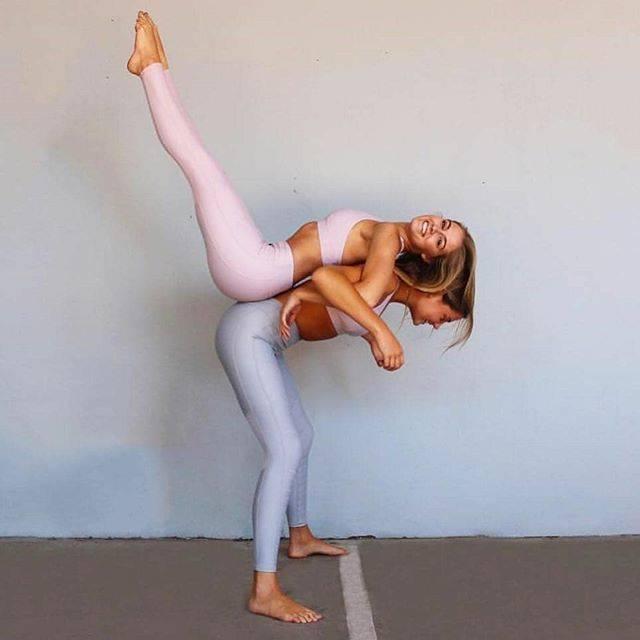 """KIT on Instagram: """"ほんとに暖かくて春みたい!⠀ エアリーなパステルカラーのウェアがALL FENIXから届きました。エアロピンクとエアログレイ。どちらも肌色をきれいに魅せてくれます。詳しくはプロフィールのリンクから。⠀ ⠀ #kitstorejp #yogagirl #yogini #ヨガ…"""" (32262)"""