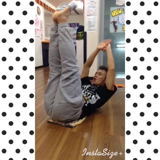 Ayaka NojimaさんはInstagramを利用しています:「腹筋でこんなに笑えるって素晴らしい。さすが、もっつぐさん。#吉川式メソッド #V字腹筋 #筋トレ」 (35402)