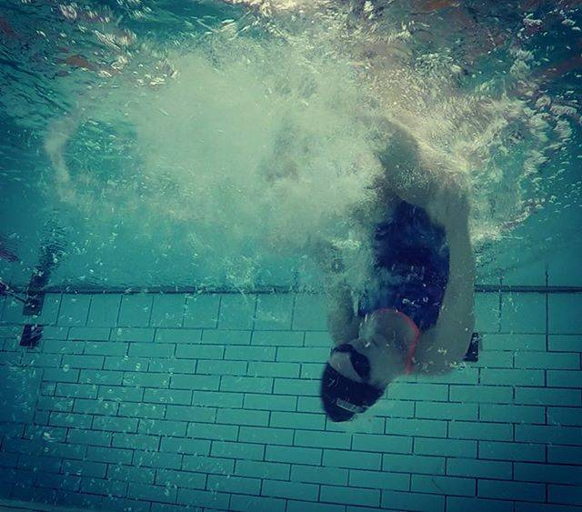 AMCさんはInstagramを利用しています:「Swimming into the weekend!!! 2025m great start to the weekend. 💥💥💥#beastmode…」 (36721)