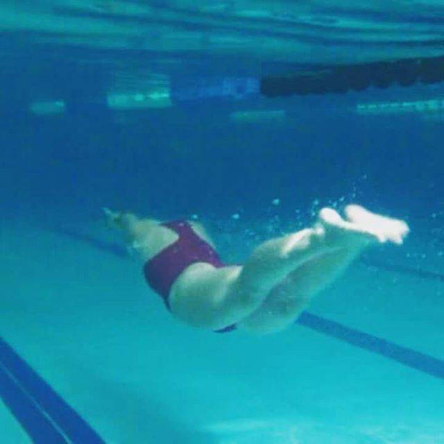 Thaís VargasさんはInstagramを利用しています:「Voando 🐬 #natação #swimming  #dolphinkick #flying #voando」 (36795)
