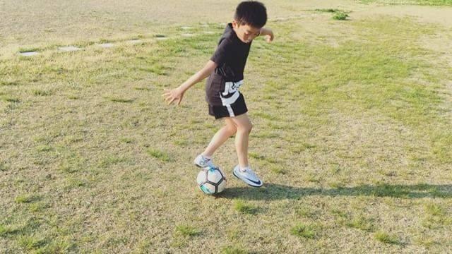 "Isao Ito on Instagram: ""*今日のボール遊び。サッカー始めてから約5ヶ月。とにかく今が楽しいみたい。#ナイキフットボール #ジンガ #U8#サッカー少年"" (37572)"