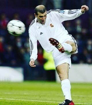 soccer11さんはInstagramを利用しています:「好きなレジェンドスター選手 ミッドフィルダー MF ジダン レアル・マドリード  #レアル #ジダン #ミッドフィルダー #MF #フランス #レジェンド #サッカー #ワールドカップ #W杯 #ウイニングイレブン #ウイイレ #FIFA #サッカーイベント #サッカー応援…」 (43023)