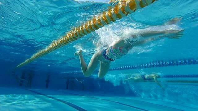 Achievers Swim AcademyさんはInstagramを利用しています:「Resistance bands are used by elite level swimmers to assist in feeling 'dead spots' in the technique. It can be especially useful in…」 (43337)