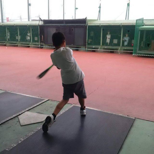 """yoheiwano on Instagram: """"#バッティングセンター こないだの試合でホームラン打ってからバッティングが楽しくなってきたらしい👍 いいぞ、いいぞ!!! 次も頼むよ😉👍 #バッセン #小4 #9才 #9yo #左打ち #学童軟式野球 #ジュニア #自主練  #左で打てるバッターボックス少ない…"""" (46018)"""
