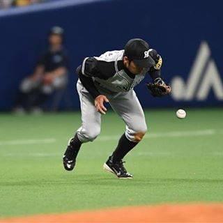 "Sin Shirae on Instagram: ""阪神、鳥谷昨日、アニキ金本と連続試合2位⚾の記録に並んだ今日。 中日と同点の9回裏、中日ツーアウトから、京田のゴロを鳥谷がファンブルして、一塁セーフとなり、三塁走者が帰りサヨナラ負け⚾ 記録更新の今日の試合、自分のエラーでサヨナラ負け⚾したこの試合を、鳥谷は生涯忘れないだろう⚾…"" (48909)"