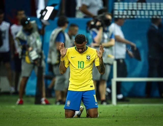 Nj 🇧🇷 👻 neymarjrさんはInstagramを利用しています:「Posso dizer que é o momento mais triste da minha carreira, a dor é muito grande porque sabíamos que poderíamos chegar, sabíamos que…」 (51083)