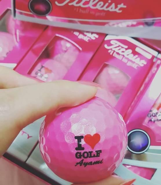 "aym.8 on Instagram: ""ボール買いに行ったら、文字入れ無料してた(*´∀`)💡可愛い♥#ゴルフボール#ゴルフ女子#ゴルフ初心者#⛳#🔰#ゴルフグッズ#ネーム入れ#オリジナルボール"" (51953)"