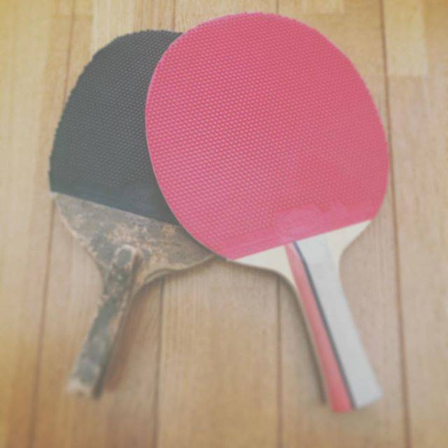 """◡̈⃝︎* on Instagram: """"左、中学時代のラケット、古いけど使い心地抜群。右、これから使い心地良くしていく予定。#卓球 #卓球楽しい #卓球教室 #ラケットケース欲しい な。"""" (52415)"""