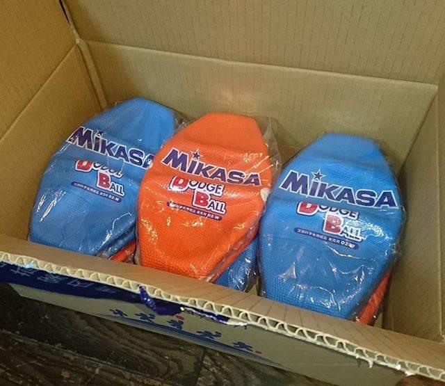 "Noriko yamamoto on Instagram: ""今週末の、地域の子ども会主催 #ドッジボール 大会用のボールを買いました。届いてビックリ(@@)❢まさかのお姿で箱に入って来ましたよ。"" (53407)"