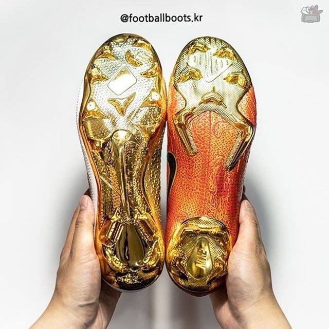 "Footballboots.kr 🇰🇷 on Instagram: ""Amazing Gold✨✨ ⠀⠀⠀⠀⠀⠀⠀⠀⠀⠀ Two Limited Edition Boots from Nike with Gold. ⠀⠀⠀⠀⠀⠀⠀⠀⠀⠀ Like&Share my pic and Just tag me 😘 Follow me 👉🏻…"" (53490)"