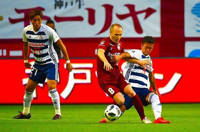 """Yuta.Kida on Instagram: """"昨日は感動と興奮でいっぱいだったけど、 一夜明けて冷静に考えると、このマッチアップ、凄いことだよね。 ・ 交代時、ピッチから出る際の鳴り止まないチャント 本当にありがとうございました! #YokohamaFMarinos #横浜Fマリノス #VisselKobe…"""" (54127)"""