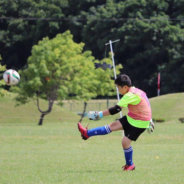 ともさんはInstagramを利用しています:「毎日サッカーの練習試合が続きます#サッカー#少年サッカー#ゴールキーパー#パントキック#一眼レフ練習中」 (54594)