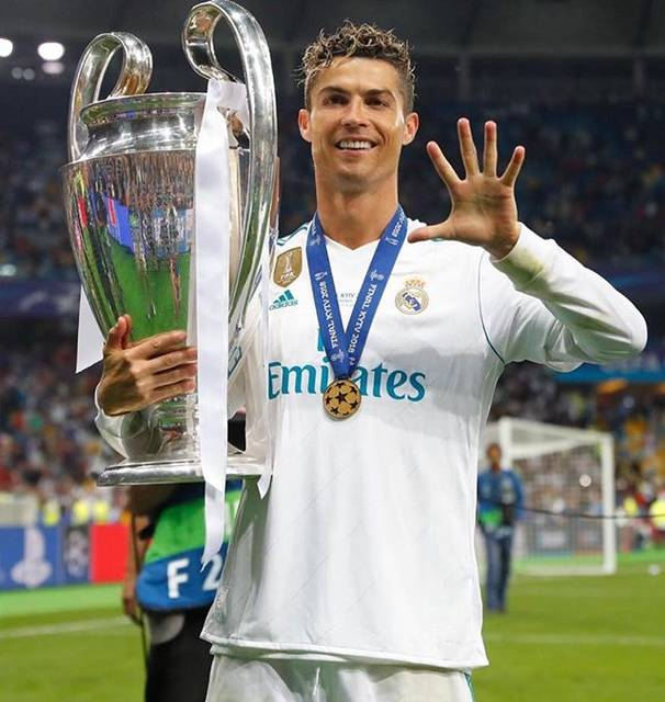 "Cristiano Ronaldo on Instagram: ""What a dream!!! 5 champions leagues 🏆🏆🏆🏆🏆"" (54950)"