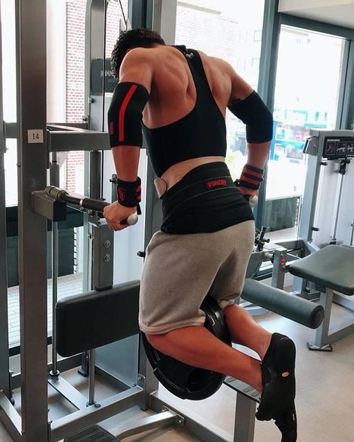 """京角省吾@パーソナルトレーナー on Instagram: """"弱点の胸をなんとかしなければ!!..#chestday #chestworkout #大胸筋 #胸 #トレーニング #dips #ディップス"""" (56521)"""