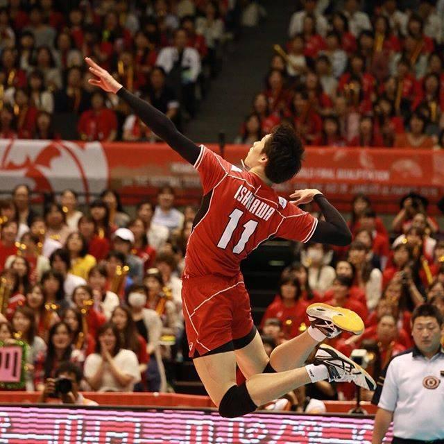 """Kazu on Instagram: """"石川選手の綺麗なフォーム。 ボールは写ってないけど、 すぐそこにボールがあるって分かるぐらい 綺麗なフォームです✨✨ OQTでも大活躍でした!  #volleyball #olympics  #OQT #YukiIshikawa #next4 #石川祐希…"""" (56823)"""
