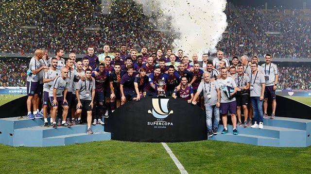 Andres IniestaさんはInstagramを利用しています:「Muchísimas felicidades! Qué sea el primero de muchos en esta temporada 👏🏻👏🏻👏🏻👏🏻! Abrazo desde Japón @fcbarcelona 🇯🇵 Congratulations! Hope…」 (56933)