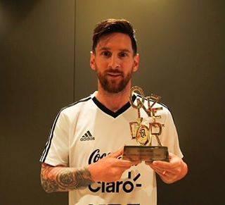 Leo MessiさんはInstagramを利用しています:「Muchas gracias a todos los lectores de @onzemondial por este premio Onze d'Or. ¡Fue un orgullo recibirlo y aprovecho para mandar un fuerte…」 (57085)