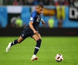 """luna on Instagram: """"もちろん日本を応援してたけど、アルゼンチンとの試合を見てからぜぇっっったいこうなると思ってた🙄強すぎた😱❤️クロアチアには申し訳ないないけど決勝じゃないみたいだった彼がまだ19歳なんて末恐ろしい🤣#ワールドカップ#フランスおめでとう#エムバペ#優勝#準優勝もすごい"""" (57785)"""
